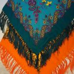 платок с кистями