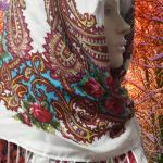 купить большой платок с кистями в русском стилеI