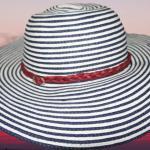 Летняя шляпка в сине - белую полоску с плетёным красным шнуром на тулье