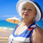 Летняя шляпка в сине - белую полоску