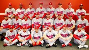 """Компания """"New Era """" произвела переворот в спортивных головных уборах, предложив бейсболку . Спортсмены сразу оценили удобство этих бейсболок, с вышитым логотипом своей команды."""