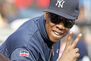 рэпер Jay-Z.Бейсбол всегда был неразрывно связан с хип-хопом и рэпом, по-этому и исполнители музыки в этом стиле, носят рэперские кепки с символикой NBA или своей аббревиатурой - Lil Wayne, Game, Cam'ron,Jay-Z, Slim Dunkin, Guf, Kla$, Ноггано, Баста, 50 Cent и многие другие.