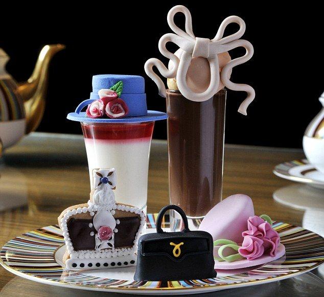 коллекция бисквитов-реплик со знаменитых шляпок членов королевской семьи.